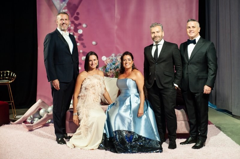 2019 MAC Ball Host Presidents: Éric Bujold, Marie-Josée Simard, Kim Thomassin, John Zeppetelli and Justin Méthot. Photo: Albert Zablit (CNW Group/Fondation du MAC)