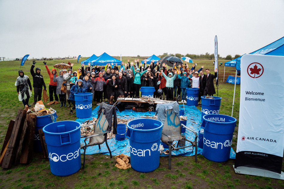 4ocean's first Canadian community shoreline cleanup powered by Air Canada collect more than 3,200 pieces of ocean polluting items (CNW Group/Air Canada)