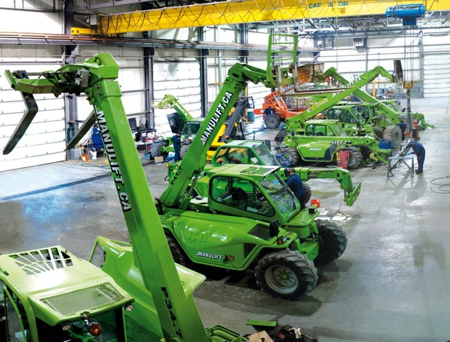 The 24 service bays at the brand new super operational centre in Stoney Creek are triple the number in the former rented space in Burlington and staff will grow to 24 mechanics and sales staff, up from six. (CNW Group/MANULIFT)
