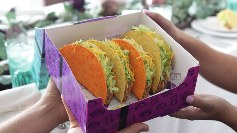 Is Taco Bell Open On Christmas.Taco Bell Celebrates National Taco Day Holiday With Global