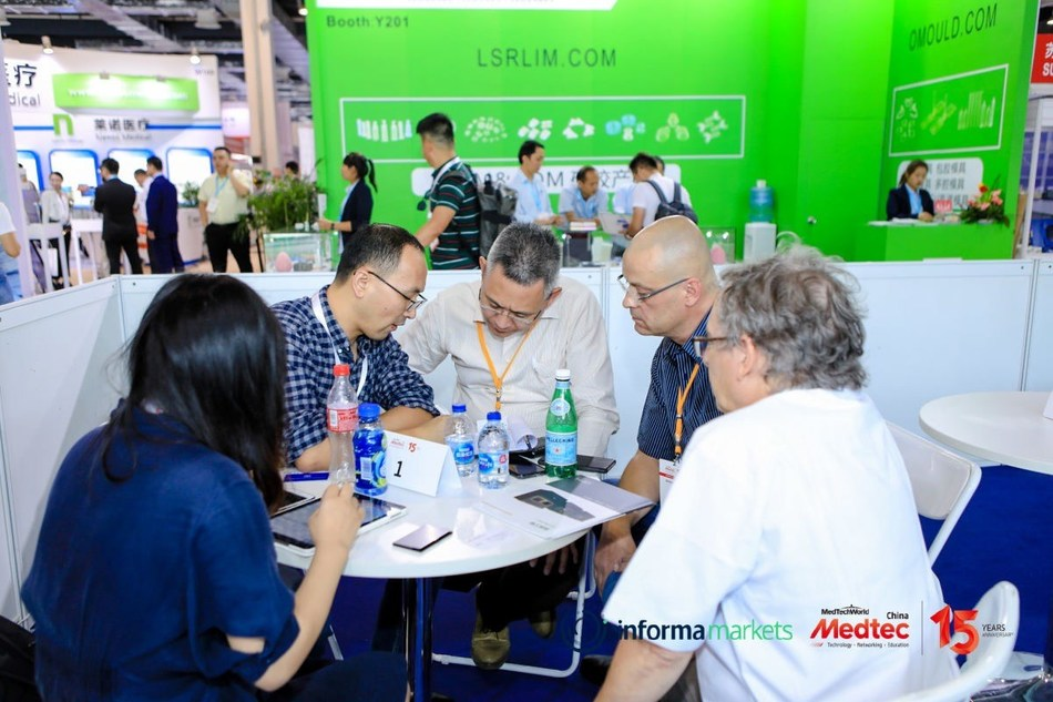 Business meeting at the site of Medtec China 2019