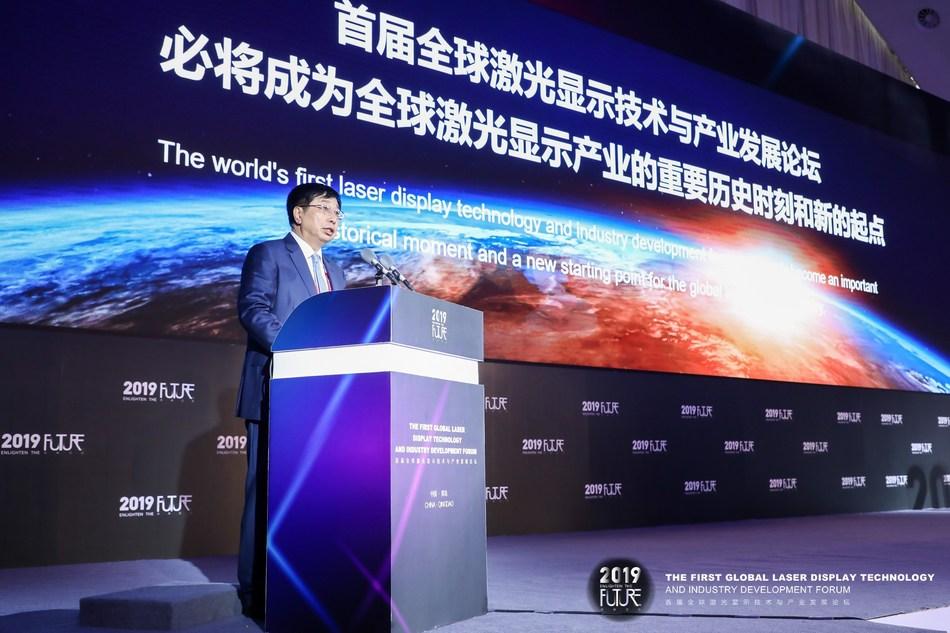 Hisense Chairman Zhou Houjian delivered a speech