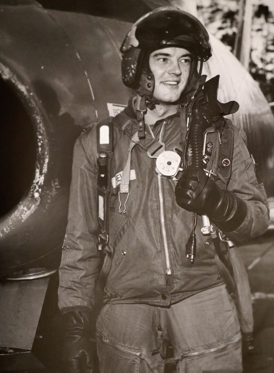 RCAF fighter pilot Gordon Helm patrolled the Soviet Bloc border during the Cold War (CNW Group/Chartwell Retirement Residences)