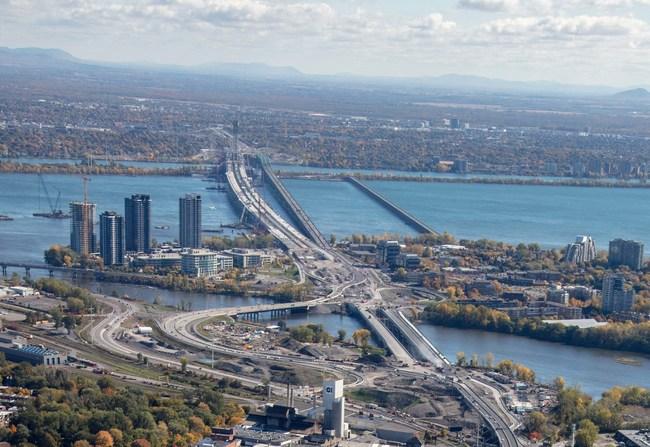 Situé dans l'arrondissement de Verdun, le secteur de planification, d'une superficie d'environ 79 hectares est à l'intersection des autoroutes 10 et 15 et du nouveau pont Samuel-De Champlain. Le secteur comprend la place du Commerce, principal noyau commercial de L'Île-des-Soeurs, le Campus Bell Canada et la Pointe-Nord, un quartier mixte combinant résidences et commerces. (Groupe CNW/Office de consultation publique de Montréal)