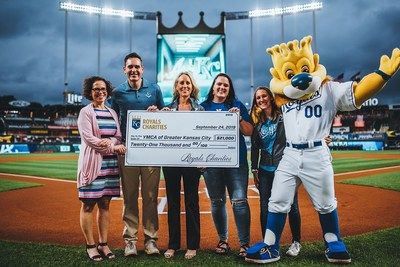 Sun Life and Royals Charities present YMCA of Greater Kansas City with $21K from Strikeout Diabetes campaign. (PRNewsfoto/Sun Life U.S.)