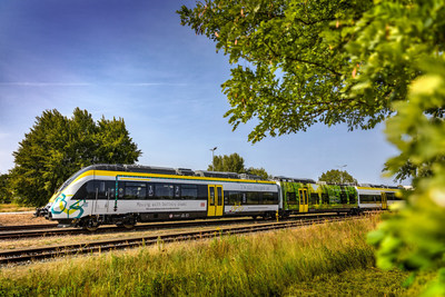The BOMBARDIER battery electric multiple unit train operates emission-free, thereby making a significant contribution towards environmentally friendly mobility. It can be used to bridge non-electrified lines and replace diesel trains with clean battery-powered vehicles.