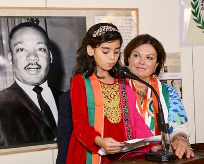 Zahra, age 10, accepts Gandhi Award on behalf of Heidi Kühn, who dedicated her medal to the 'children of Afghanistan' to live in peace.