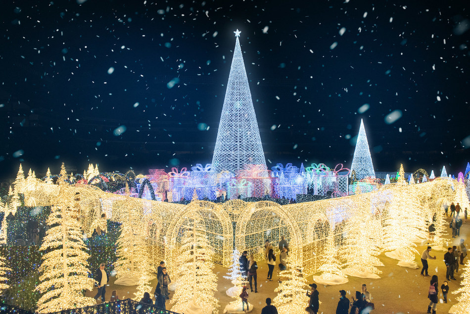 With an all-new adventure, Mischievous, Enchant Christmas® returns to T-Mobile Park for its second year.