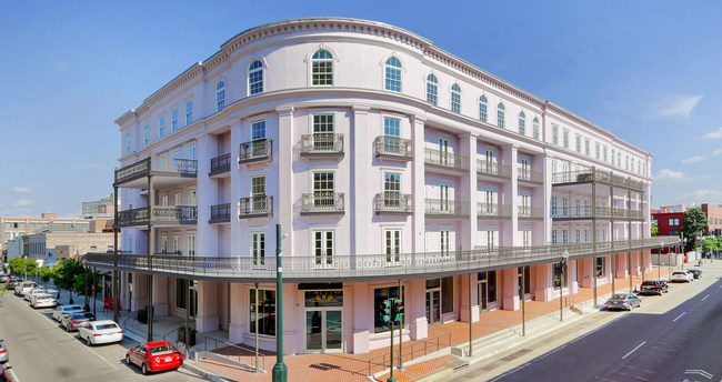 The Kalorama of New Orleans at 700 Magazine Street is an elegant retail-living space in the heart of the Warehouse+Arts District of New Orleans.