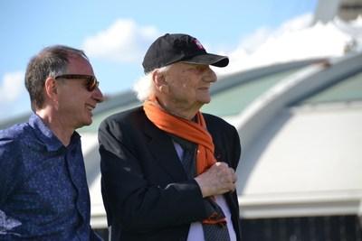 Michel Labrecque et Roger Taillibert, lors d'une visite au Parc olympique, en 2016 (Groupe CNW/Parc olympique)