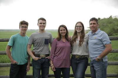 The Sawyer family from Acme, Alberta. (CNW Group/CropLife Canada)