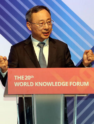 KT Chairman Hwang Chang-Gyu delivers a speech at World Knowledge Forum 2019 held in Seoul September 25-27