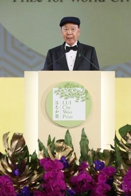 Dr Lui Che-woo faz o discurso de abertura da cerimônia de premiação do prêmio LUI Che Woo. (PRNewsfoto/LUI Che Woo Prize Limited)