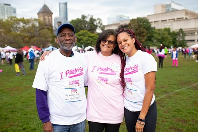 A father and daughter support their wife/mom (centre), a breast cancer survivor, at the Canadian Cancer Society CIBC Run for the Cure. (CNW Group/Canadian Cancer Society)