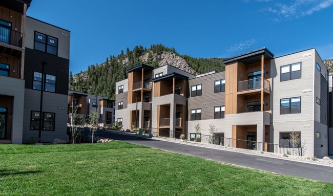 The 6 West Apartments in Edwards, CO include high end features and unmatched access for the region's ski resort communities.