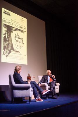 马丁-斯科塞斯与卢迪威在修复版电影《破碎的蝴蝶》发布活动上的合影,这部影片拍摄于1919年,100年后由电影基金会和LOUIS XIII Cognac联合修复。