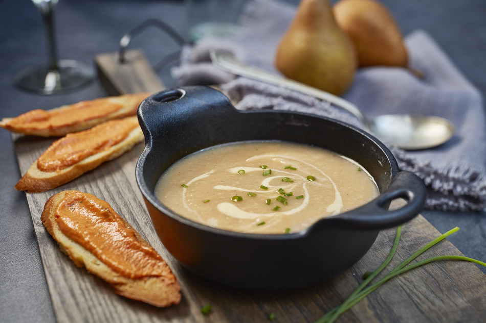 Roasted Celery Root and Pear Soup with Red Pepper and Cashew Crostini featuring PC Plant-Based Roasted Red Pepper Cashew Dip and PC Dairy-Free Kefir Probiotic Fermented Coconut Milk (CNW Group/President's Choice)