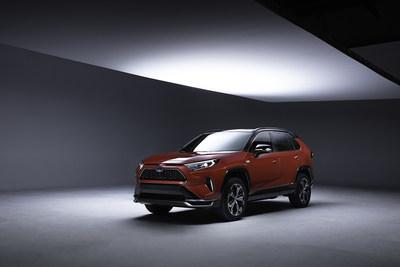 Toyota muestra un avance del que será el RAV4 más potente hasta ahora, el RAV4 Enchufable de 2021. (PRNewsfoto/Toyota Motor North America)