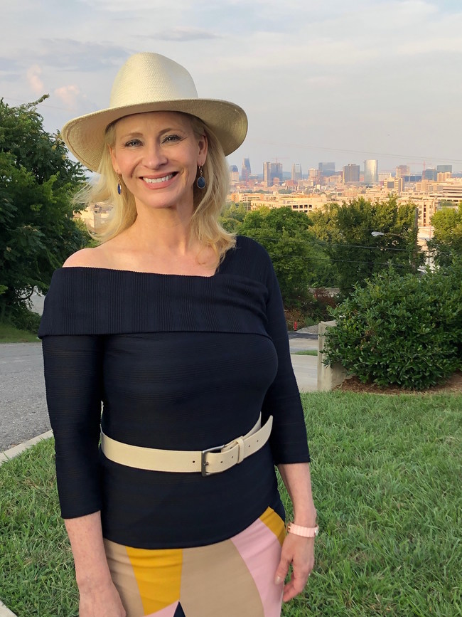 Host Leslie Sbrocco