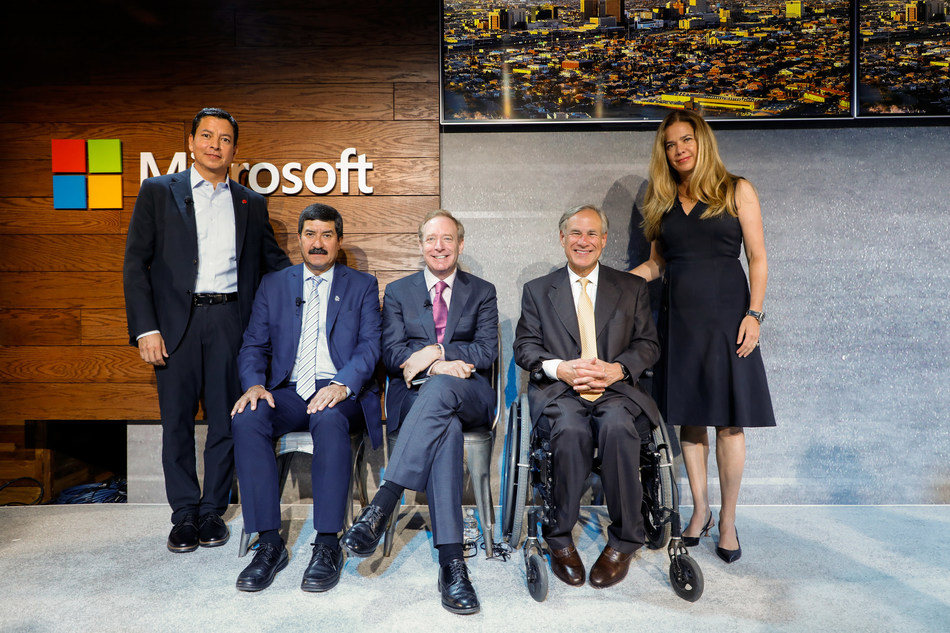 Left to Right: Ricardo Mora, CEO of Technology-Hub; Chihuahua Governor Javier Corral; Microsoft President, Brad Smith; Governor of the State of Texas, Greg Abbott; and Secretary of Innovation and Economic Development for the State of Chihuahua, Alejandra De La Vega