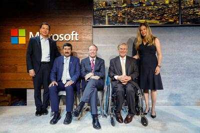 Left to Right: CEO of Tecnologia-Hub, Ricardo Mora; el Gobernador de Chihuahua, Javier Corral; el Presidente de Microsoft, Brad Smith; el Gobernador de Texas, Greg Abbott; y La Secretaría de Innovación y Desarrollo Económico de Chihuahua, Alejandra De La Vega (PRNewsfoto/Microsoft)