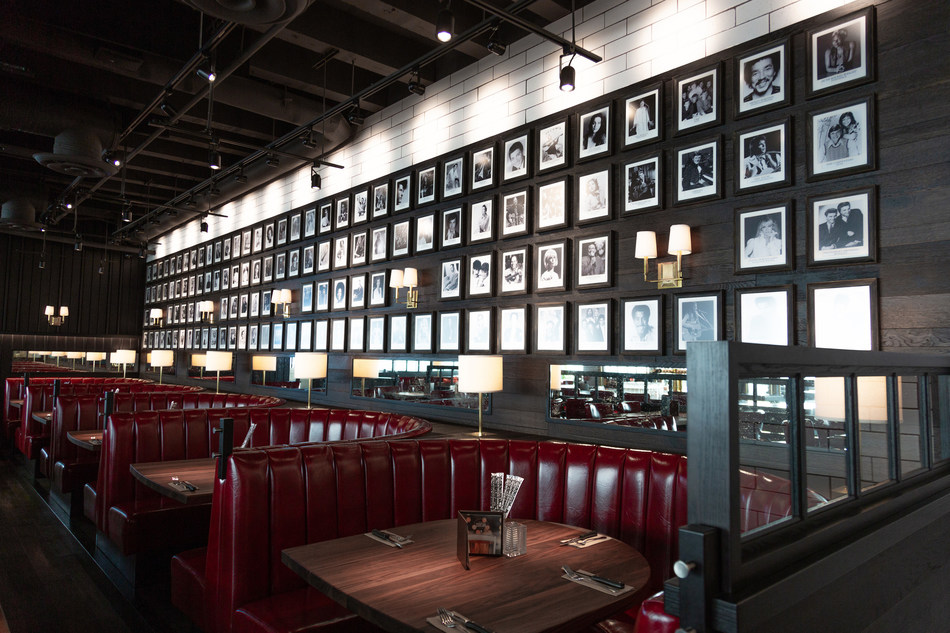 Pictured: The celebrity photo wall at Browns Socialhouse QE Theare (CNW Group/Browns Social House Ltd.)