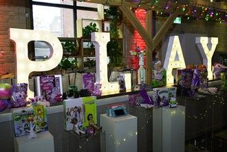 Swerve presents third annual Canadian Let's Play Holiday Showcase, which features this year's top Holiday toys for media, influencers and kids to try out and add to their gift and wish lists (CNW Group/Swerve Public Relations Inc.)