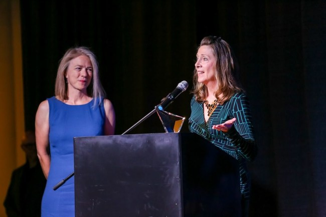 Diane Diamantis of Dollars 4 Tic Scholars accepts the Rising Star award from .ORG Board Chair, Lise Fuhr