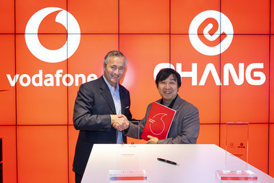 Vodafone CEO Hannes Ametsreiter and EHang Founder, Chairman, and CEO Hu Huazh signed the agreement