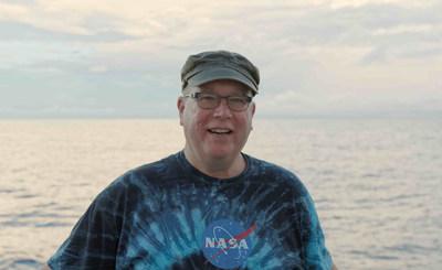 O Dr. Eric Lindstrom atuou mais recentemente como cientista do programa de oceanografia física na divisão de geociências na sede da NASA em Washington, D.C.