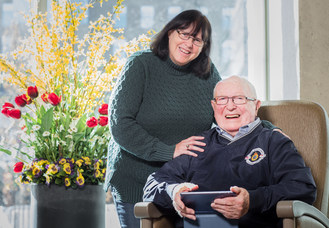 """Richard Ratcliffe and daughter Steph Gagne with the FamliNet communications tool. """"It opened up a whole new world,"""" he says. """"I'd be lost without it.""""  Photo: John Hryniuk for AGE-WELL (CNW Group/AGE-WELL Network of Centres of Excellence (NCE))"""