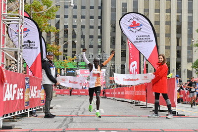 Philemon Rono from Kenya wins the Scotiabank Toronto Waterfront Marathon, with a time of 2:05:00. (Todd Fraser, Canada Running Series) (CNW Group/Scotiabank)