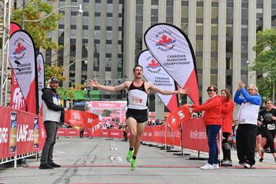 Trevor Hofbauer wins the Scotiabank Toronto Waterfront Marathon. With a time of 2:09:51, Hofbauer receives automatic pre-selection for the Tokyo 2020 marathon next August. (Todd Fraser, Canada Running Series) (CNW Group/Scotiabank)