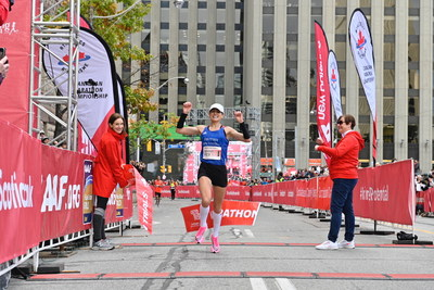 Dayna Pidhoresky wins the Scotiabank Toronto Waterfront Marathon. With a time of 2:29:03, Pidhoresky receives automatic pre-selection for the Tokyo 2020 marathon next August. (Todd Fraser, Canada Running Series) (CNW Group/Scotiabank)