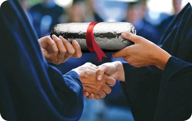 Chipotle está cubriendo el 100% de los costos de matrícula por adelantado para 75 títulos de negocios y tecnología distintos a través de su asociación con Guild Education, una de las principales compañías de beneficios educativos del país. (PRNewsfoto/Chipotle Mexican Grill)