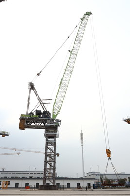The LH3350-120 luffing tower crane under testing by a R&D team of Zoomlion