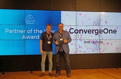 Aura Alliance's Jack Condron presents ConvergeOne's Bret Lathrop with the Partner of the Year Award