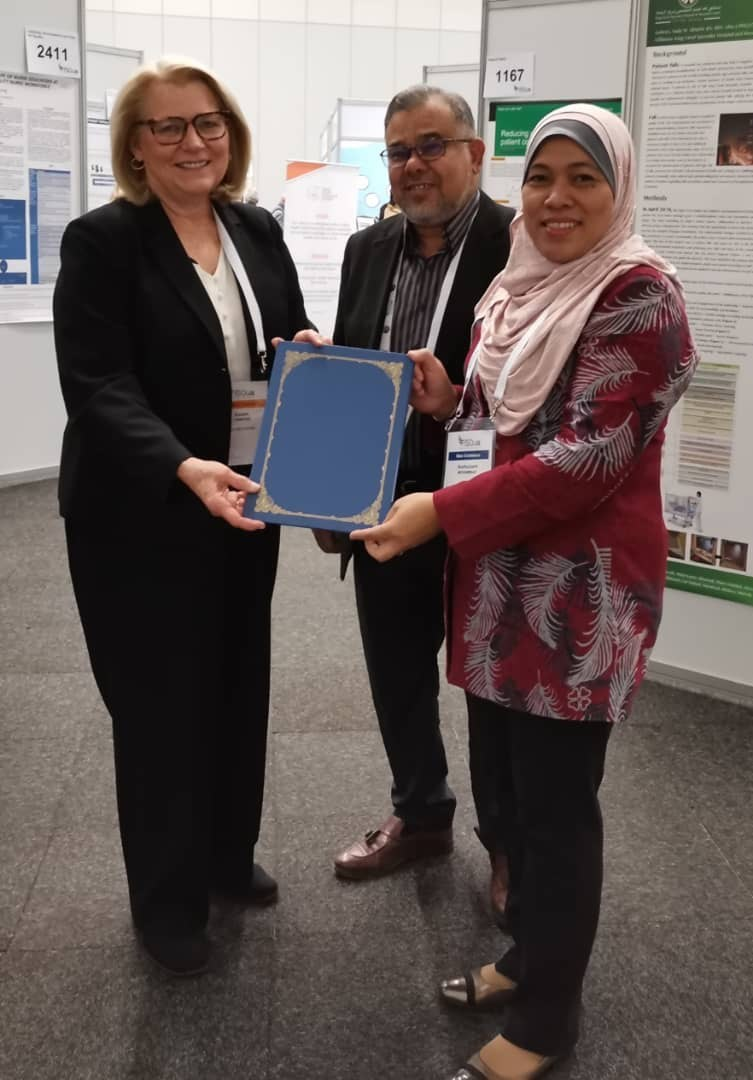 Ms. Karen Timmons, GHA's Chief Executive Officer and Assoc. Prof. Dr Kadar Marikar, Chief Executive Officer of MSQH, sign a MoU during ISQua's 36th International Conference in Cape Town. Also in the photo is Puan Norhaizan Mohammad, Vice President II, Group Finance Services, KPJ Healthcare Berhad.