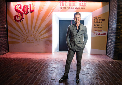 Sol teamed up with TV presenter  Life Coach Jeff Brazier as he understands the importance of the sun in brightening our wellbeing (PRNewsfoto/Sol)