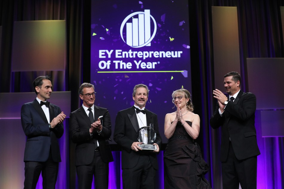 Jad Shimaly, EY Canada Chairman and CEO, Stuart Lombard, ecobee President and CEO, Jim Estill, Danby Appliances CEO and Owner and EY Entrepreneur Of The Year 2019 Ontario winner, and Paula Smith and Craig Roskos, EY Entrepreneur Of The Year Ontario Program Co-Directors. (CNW Group/EY (Ernst & Young))