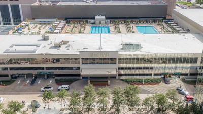Life Time Greenway debuts in Houston with a first-of-its-kind rooftop beach club. The more than 150,000-square-foot athletic resort opens to all members Oct. 28, 2019.