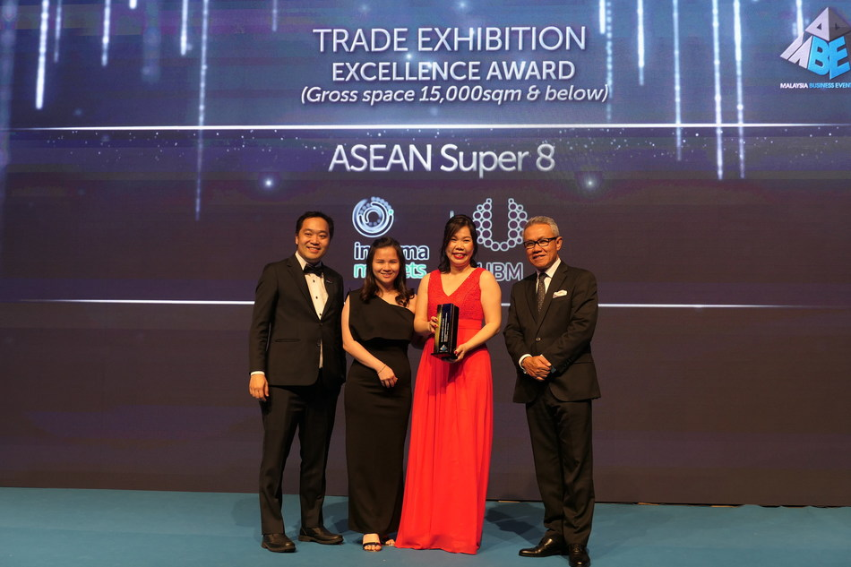ASEAN Super 8 Deputy Event Director Ms Alice Lem receiving Outstanding Trade Exhibition Excellence Award (Gross space 15,000sqm & below) that being awarded to ASEAN Super 8 (The Leading Event for the Built Environment) during Malaysia Business Events Awards 2019 from MATRADE CEO YBhg. Dato' Wan Latiff Wan Musa accompanied by MACEOS Vice President - Exhibition Mr Kenneth Fong.