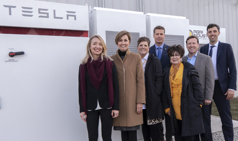 Inaugurating Iowa's first Tesla Powerpack project with state officials. Left to right: Amy Van Beek, CMO, Ideal Energy Inc., Kim Reynolds, Governor of Iowa, Lori Schaefer-Weaton, President, Agri-Industrial Plastics, Troy Van Beek, CEO, Ideal Energy Inc., Debi Durham, Director, Iowa Economic Development Authority, Brian Sellinger, Team Leader, Iowa Energy Office, Joshua Laraby, Executive Director, Fairfield Economic Development Association.