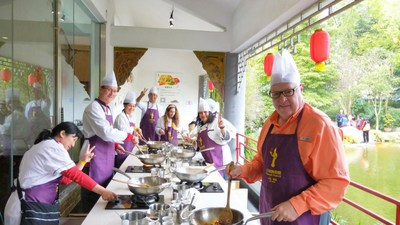 International visitors learn to make Sichuan Cuisine in Chengdu, capital of Sichuan province, China.