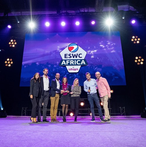 "inwi team receiving the ""Africa Gaming Award"""