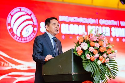 Xiang Wenbo, president of SANY Heavy Industry, gives a keynote speech at the Summit