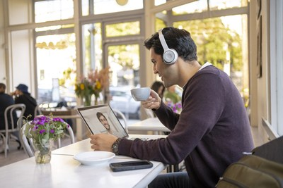 The boomless Cisco Headset 700 series lets you block out the noise and hone in on what matters.