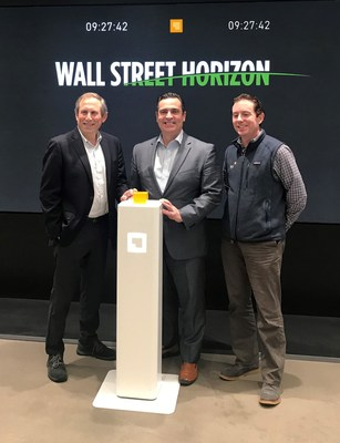 Ronan Ryan, presidente de IEX, acompaña a Barry Star y David Francoeur, CEO y vicepresidente, respectivamente, de Wall Street Horizon.