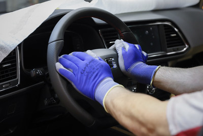 In just 15 minutes a steering wheel is flown from the logistics centre to the assembly line.