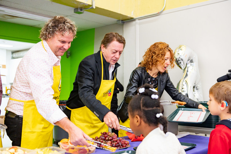 Daniel Germain, President and Founder of Breakfast Club of Canada, Jean-Luc Mongrain, TV personality and long-time ambassador, and Judith Barry, Co-Founder of the Club, serving breakfast at Lionel-Groulx School. (CNW Group/Breakfast Club of Canada)